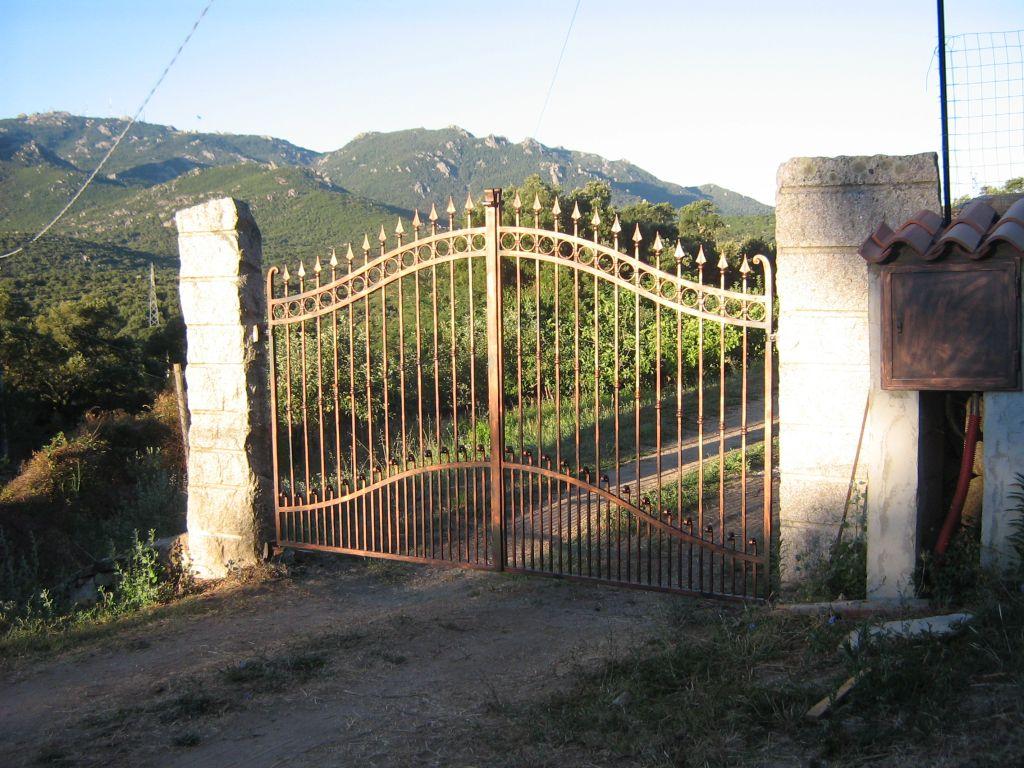Fabbro olbia tempio cancelli in ferro battuto e acciaio inox for Cancelli in ferro battuto immagini